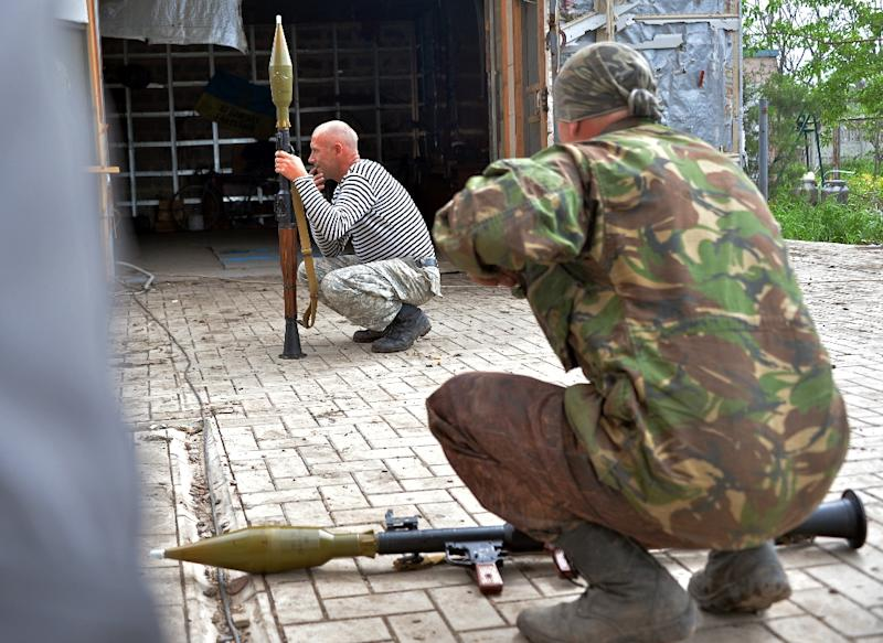 Ukrainian servicemen prepare to fire grenade launchers on a positions on the frontline of fighting against pro-Russian separatists near Donetsk in eastern Ukraine on May 30, 2015 (AFP Photo/Genya Savilov)