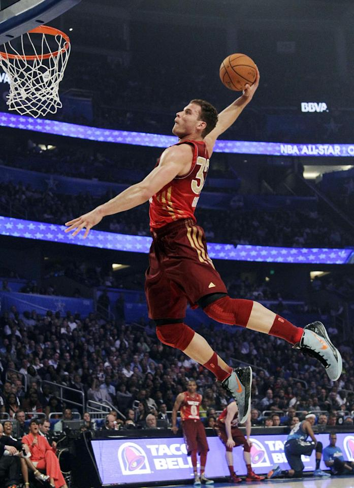 Western Conference's Blake Griffin (32), of the Los Angeles Clippers, dunks the ball during the first half of the NBA All-Star basketball game, Sunday, Feb. 26, 2012, in Orlando, Fla. (AP Photo/Chris O'Meara)