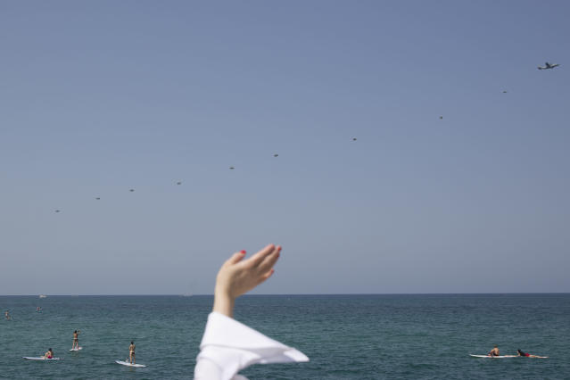 <p>Paratroopers drop into the Mediterranean Sea before an air show during Independence Day celebrations marking 70 years since the founding of the state in 1948, in Tel Aviv, Israel, April 19, 2018. (Photo: Oded Balilty/AP) </p>