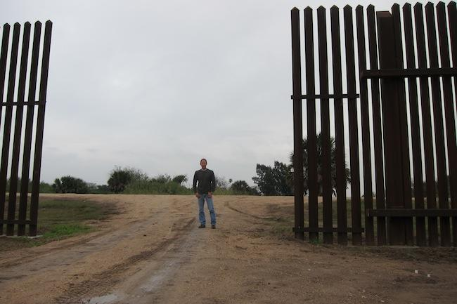 The Texans Who Live On The Mexican Side Of The Border Fence - Current us mexico wall map