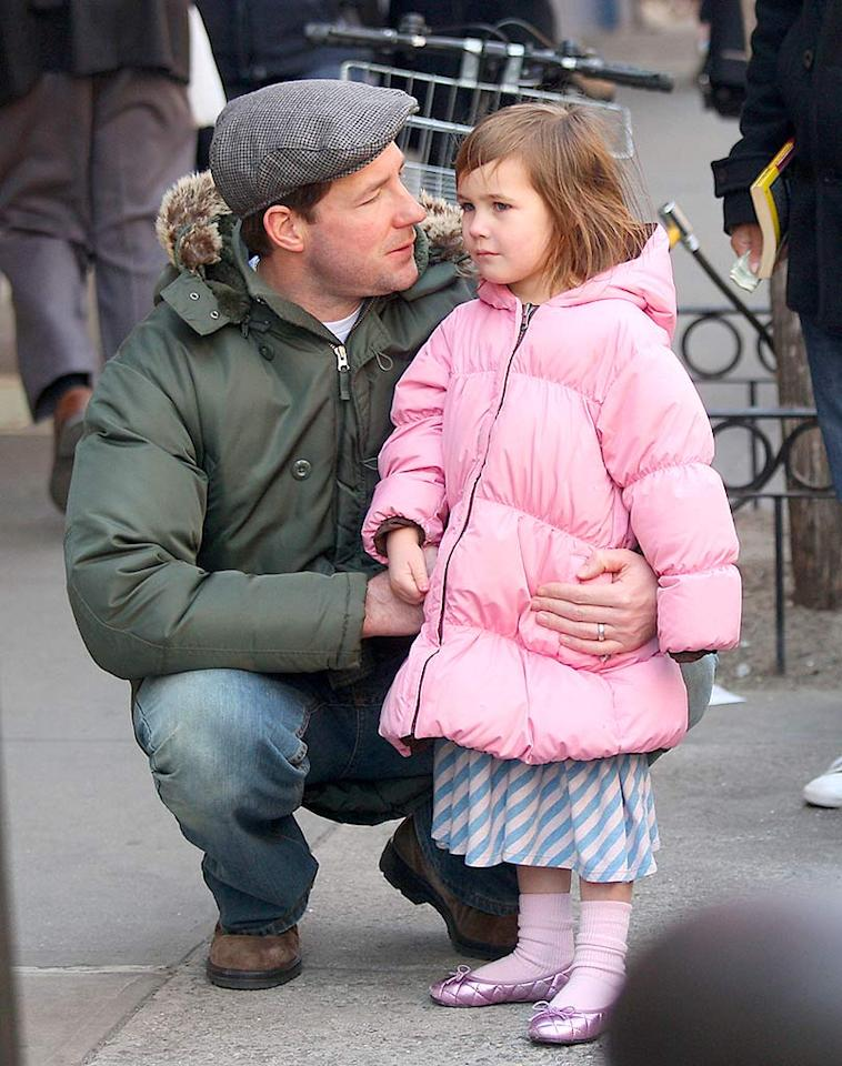 """The doting dad and his 4-year-old enjoy the sounds of a doo-wop group performing on the corner before heading into Matt Umanov Guitars. Lawrence Schwartzwald/<a href=""""http://www.splashnewsonline.com/"""" target=""""new"""">Splash News</a> - March 30, 2008"""