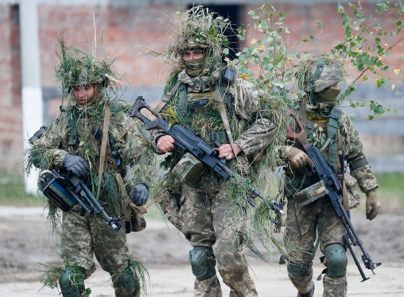 """FILE PHOTO: Ukraine holds military drills called """"RAPID TRIDENT-2021"""" with U.S. forces, NATO allies"""