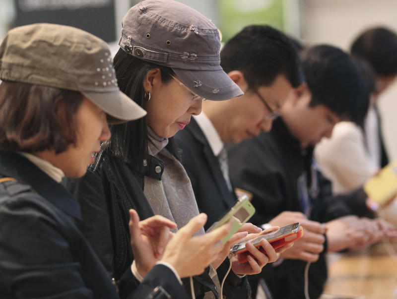 Samsung profit at record high on smartphone boost
