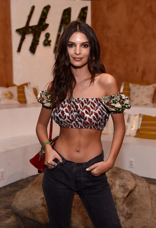 <p>The model-actress paired her printed midriff-baring top and dark denim with center-parted loose locks. (Photo by Emma McIntyre/Getty Images for H&M)<br /></p>
