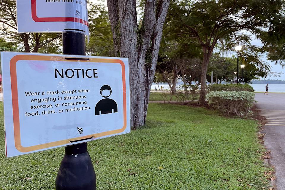 A sign remind visitors to Changi Beach to wear their masks, seen on 27 May 2021. (PHOTO: Dhany Osman / Yahoo News Singapore)