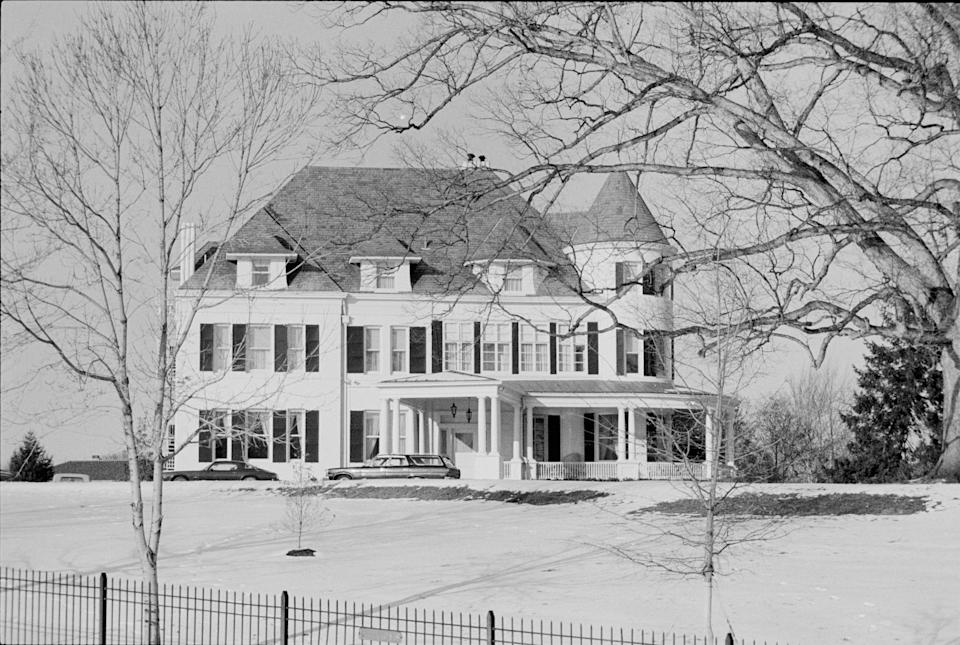 The house was painted white in the 1960s, as seen in this photo from January 1977. (Photo: PhotoQuest via Getty Images)