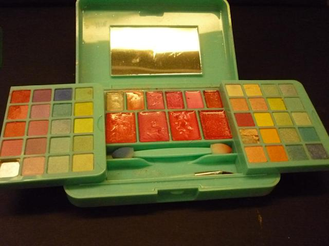 Kristi Warner's daughter's makeup kit from Claire's tested positive for asbestos. (Photo: Courtesy of Kristi Warner)