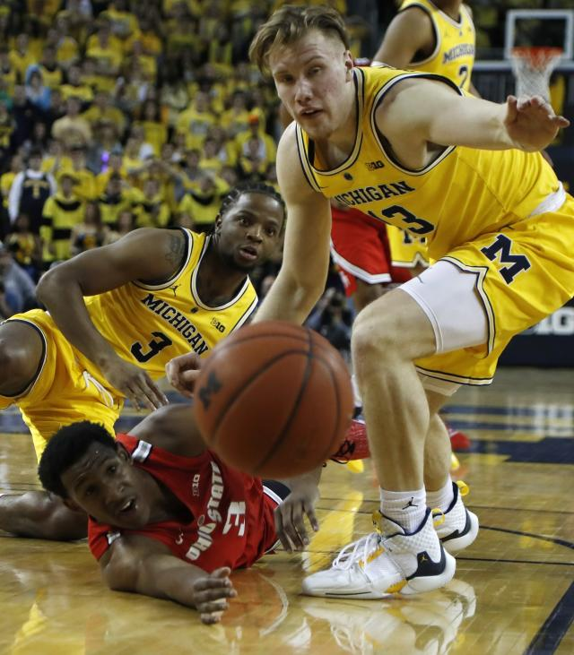 Ohio State guard C.J. Jackson (3) passes the ball as Michigan guard Zavier Simpson (3) and forward Ignas Brazdeikis (13) defend during the first half of an NCAA college basketball game Tuesday, Jan. 29, 2019, in Ann Arbor, Mich. (AP Photo/Carlos Osorio)