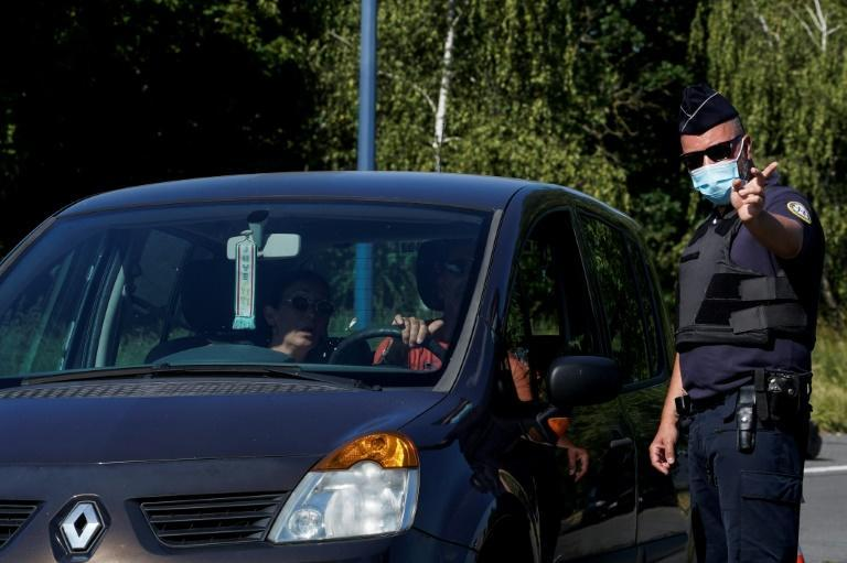French border police told AFP they had received no new orders and would continue to turn back Belgians on non-essential travel