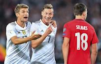 Germany's Julian Draxler (C-R) celebrates scoring a goal with teammtae Thomas Mueller during the FIFA 2018 World Cup qualifier match against Norway, in Stuttgart, on September 4, 2017 (AFP Photo/Uwe Anspach)