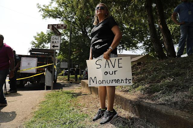<p>A protester stands next to a Confederate monument in Fort Sanders in advance of a planned white supremacist rally and counter-protest around the memorial monument on Aug. 26, 2017 in Knoxville, Tenn. (Photo: Spencer Platt/Getty Images) </p>