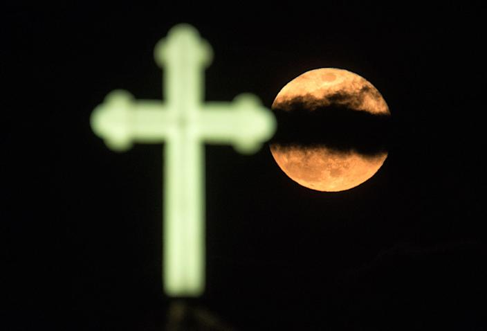 """<p>April's full moon, also known as a """"Pink Moon,"""" is seen over the orthodox church of St. Ilija in Skopje, the Former Yugoslav Republic of Macedonia, 11 April 2017. (Georgi Licovski/EPA) </p>"""