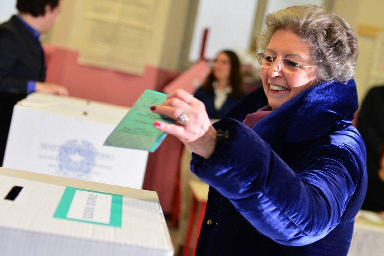 Elsa, wife of Italy's outgoing Prime Minister Mario Monti, casts her ballot on February 24, 2013 in Milan