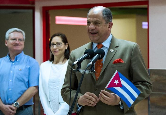 Costa Rican President Luis Guillermo Solis (R) delivers a press conference upon his arrival to Jose Marti International Airport in Havana, on December 13, 2015 (AFP Photo/Yamil Lage)