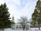 """<p>Although blogger Amanda Robinson and her family of four downsized their home by 1,100 (!) square feet after moving from the city to the country, they couldn't be happier with their new place. </p><p><a class=""""link rapid-noclick-resp"""" href=""""https://www.countryliving.com/home-design/house-tours/g106/natural-mommie-tiny-farmhouse/"""" rel=""""nofollow noopener"""" target=""""_blank"""" data-ylk=""""slk:SEE INSIDE"""">SEE INSIDE</a></p>"""