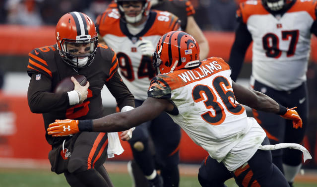 Cleveland Browns quarterback Baker Mayfield (6) tries to avoid Cincinnati Bengals strong safety Shawn Williams (36) during the second half of an NFL football game, Sunday, Dec. 23, 2018, in Cleveland. (AP Photo/Ron Schwane)