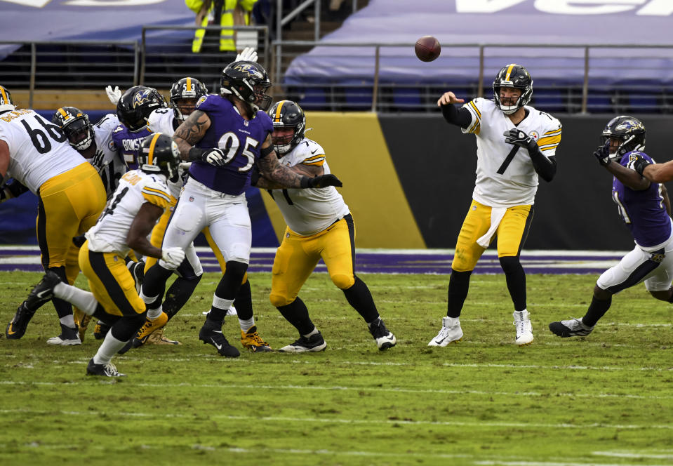 Pittsburgh Steelers quarterback Ben Roethlisberger (7) will face off against the Baltimore Ravens on Wednesday. (Photo by Mark Goldman/Icon Sportswire via Getty Images)