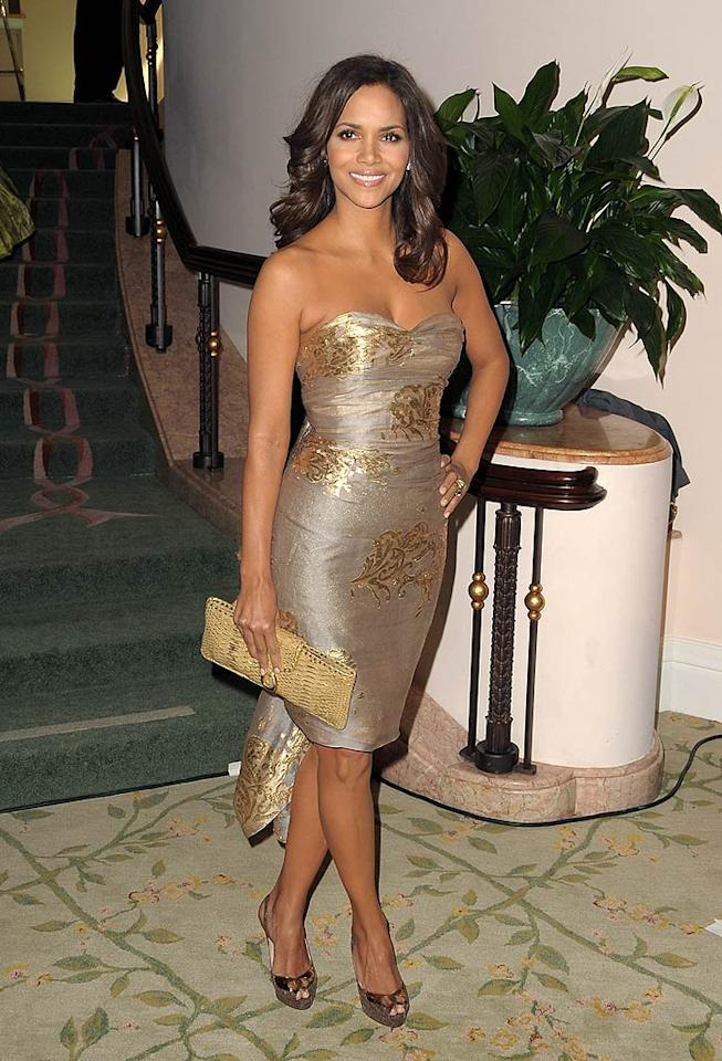 "Halle Berry hit yet another fashion home run in a sexy strapless Reem Acra dress at the 2nd annual Essence Black Women in Hollywood Luncheon. Jordan Strauss/<a href=""http://www.wireimage.com"" target=""new"">WireImage.com</a> - February 19, 2009"