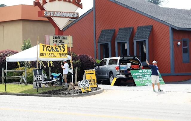 Masters tickets are advertised to buy, sell and trade on Washington Road near Augusta National Golf Club. (AFP)