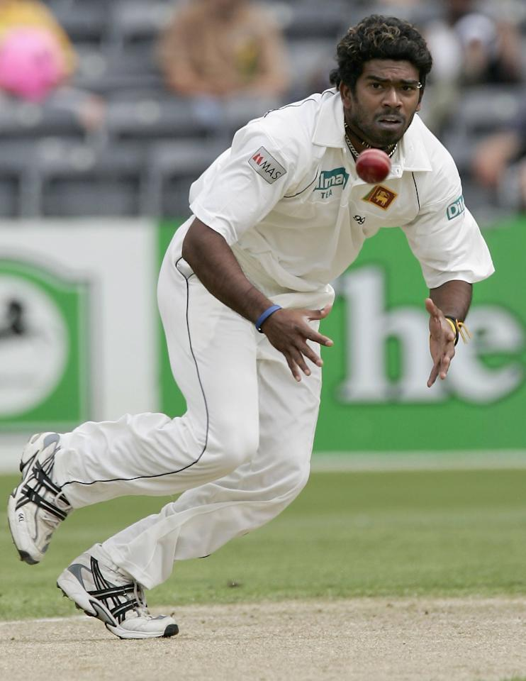 CHRISTCHURCH, NEW ZEALAND - DECEMBER 07:  Lasith Malinga of Sri Lanka fields a ball on day one of the First Test between New Zealand and Sri Lanka at Jade Stadium December7, 2006 in Christchurch, New Zealand  (Photo by Jeff Brass/Getty Images)