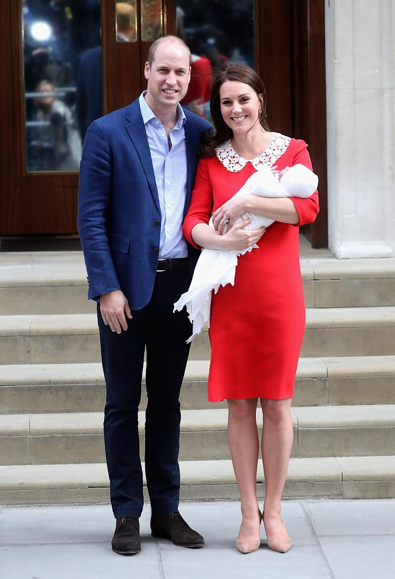 Príncipe William e Kate Middleton apresentam o príncipe Louis em abril de 2018 (Foto: Chris Jackson/Getty Images)