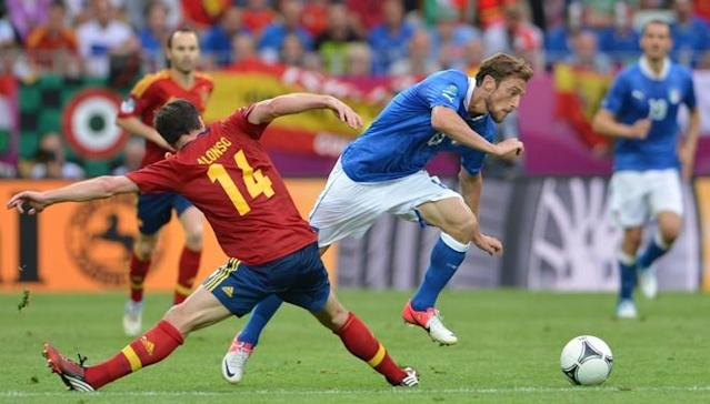 Spanish midfielder Xabi Alonso (L) vies with Italian midfielder Claudio Marchisio during the Euro 2012 championships football match Spain vs Italy on June 10, 2012 at the Gdansk Arena. AFPPHOTO/ GIUSEPPE CACACEGIUSEPPE CACACE/AFP/GettyImages
