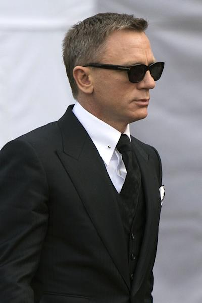 "English actor Daniel Craig shoots scenes for ""Spectre"" in Rome on February 21, 2015 (AFP Photo/Tiziana Fabi)"