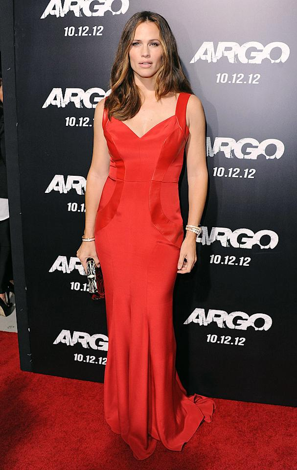 "Dare we suggest that Jennifer Garner looked better than ever upon arriving at the Los Angeles premiere of her hubby Ben Affleck's new flick, ""Argo""? Wearing a scarlet-red, leather-accented Monique Lhuillier gown, the actress smouldered as she sashayed into the Samuel Goldwyn Theater in Beverly Hills late last week. Freshly highlighted locks, sexy nude lipstick, and Bulgari jewels completed her unforgettable getup. (10/4/2012) Follow 2 Hot 2 Handle creator, Matt Whitfield, on Twitter!"