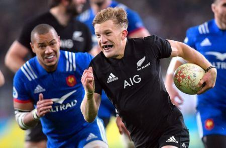 Rugby Union - June Internationals - New Zealand vs France - Forsyth Barr Stadium, Dunedin, New Zealand - June 23, 2018 - Damian McKenzie of New Zealand runs to score a try. REUTERS/Ross Setford