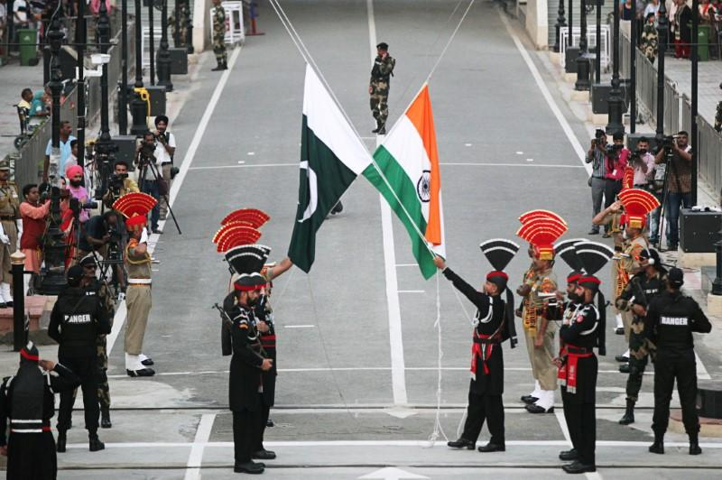India expels two Pakistani officials for 'espionage'