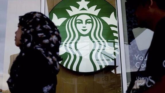 """<img alt=""""""""/><p>After a racial incident that garnered national attention last weekend, Starbucks has <a rel=""""nofollow"""" href=""""https://mashable.com/2018/04/17/starbucks-closes-stores-racial-bias-training/?utm_campaign=Mash-BD-Synd-Yahoo-Watercooler-Full&utm_cid=Mash-BD-Synd-Yahoo-Watercooler-Full"""">required racial-bias training</a> for all its employees. This move has the potential to positively impact America, but the company has an uphill climb.</p> <p>Here's what happened. On April 12 a patron at a Philadelphia Starbucks captured a video of <a rel=""""nofollow"""" href=""""https://mashable.com/2018/04/14/starbucks-apologizes-for-arrest-of-black-men-in-philadelphia-store/?utm_campaign=Mash-BD-Synd-Yahoo-Watercooler-Full&utm_cid=Mash-BD-Synd-Yahoo-Watercooler-Full"""">two black men being arrested</a>, seemingly for doing nothing. The store manager called the police, saying the men had not bought anything and refused to leave. It turns out they'd only been in the store for two minutes and were waiting for a friend to order. The video quickly went viral, getting millions of views on Twitter and YouTube.</p> <p>Starbucks first issued a terse, three-sentence <a rel=""""nofollow"""" href=""""https://twitter.com/Starbucks/status/985200942030012416"""">apology</a> that immediately sparked more backlash. Then, on Tuesday, the company said it would close all 8,000 of its nationwide stores on the afternoon of May 29, and give mandatory racial bias training to its 175,000 employees.</p> <div><p>SEE ALSO: <a rel=""""nofollow"""" href=""""https://mashable.com/2018/03/27/largest-protests-american-history/?utm_campaign=Mash-BD-Synd-Yahoo-Watercooler-Full&utm_cid=Mash-BD-Synd-Yahoo-Watercooler-Full"""">The largest protests in American history are happening now. Expect them to get bigger.</a></p></div> <p>Considering the nearly ubiquitous place that Starbucks holds in America, experts agreed that such a training could have a wide-reaching social effects. If it's handled correctly.</p> <div><div><blockquote> <p><a rel=""""n"""