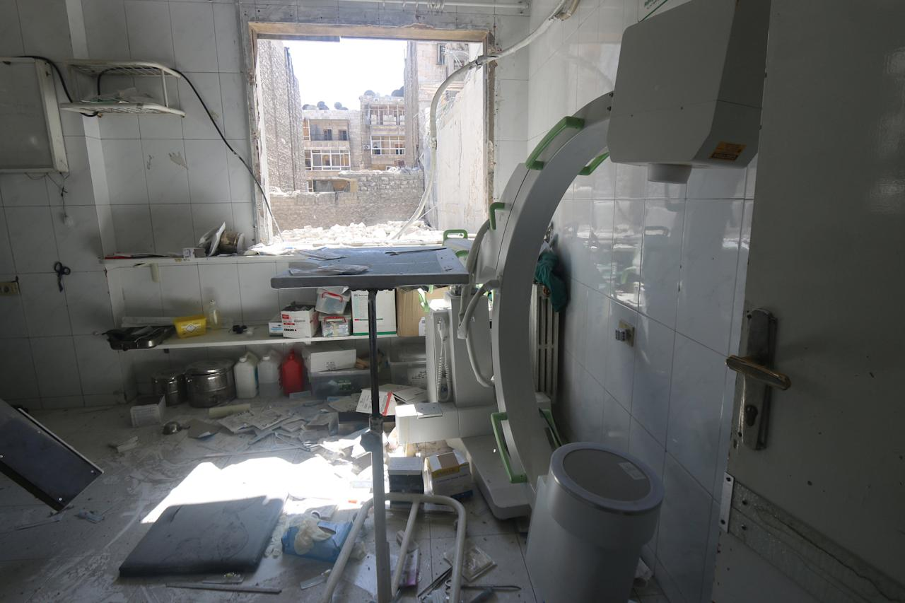 A view shows the damage inside a field hospital after airstrikes in a rebel held area of Aleppo, Syria July 24, 2016. REUTERS/Abdalrhman Ismail