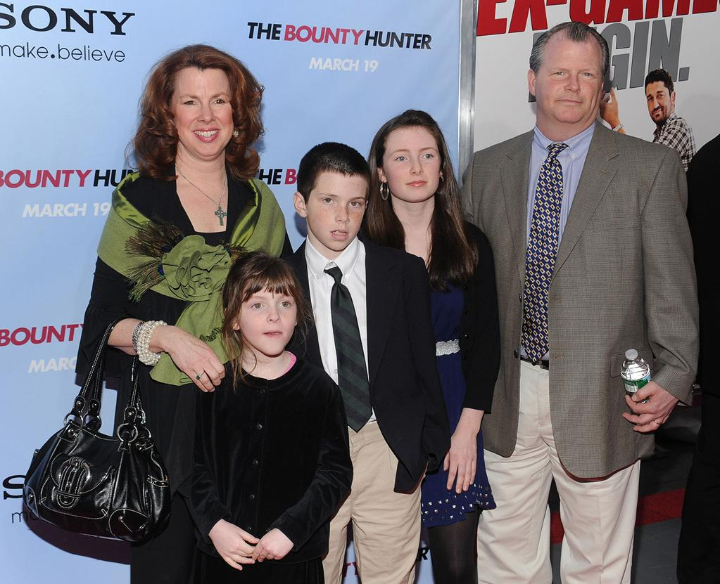 """<a href=""""http://movies.yahoo.com/movie/contributor/1808487330"""">Siobhan Fallon Hogan</a> and family at the New York City premiere of <a href=""""http://movies.yahoo.com/movie/1810129411/info"""">The Bounty Hunter</a> - 03/16/2010"""