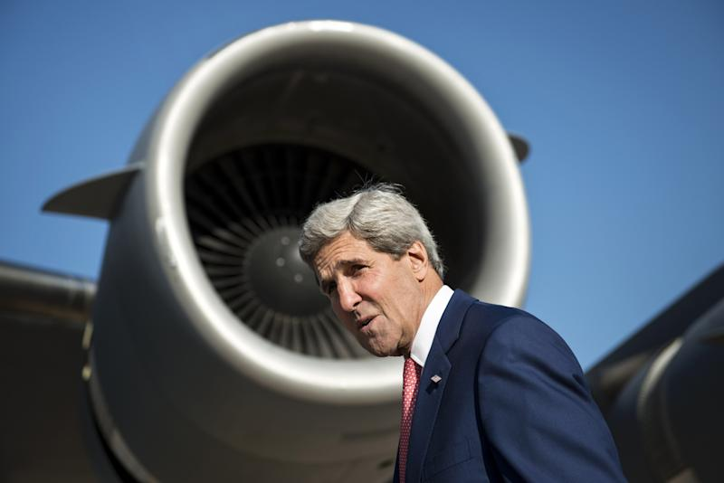 US Secretary of State John Kerry boards a cargo plane at Queen Alia International Airport in Amman on June 24, 2014