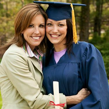 Woman-graduating-with-mother_web