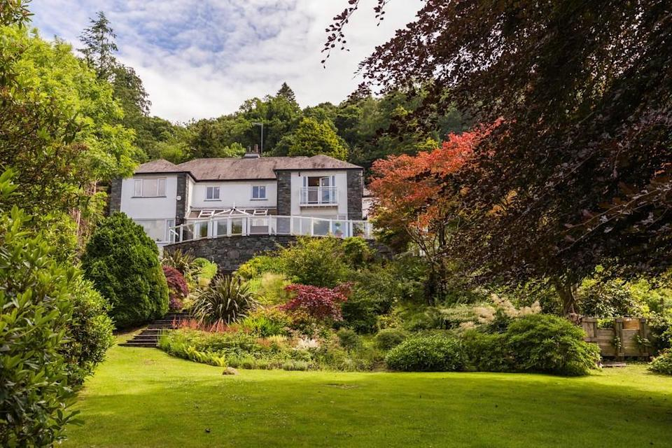 """<strong><a href=""""https://www.rightmove.co.uk/properties/67820924#/?channel=RES_BUY"""" rel=""""nofollow noopener"""" target=""""_blank"""" data-ylk=""""slk:Lakeside mansion, Cumbria, £2.4 million"""" class=""""link rapid-noclick-resp"""">Lakeside mansion, Cumbria, £2.4 million</a></strong><br><br>Located right on Coniston Water – it even has its own private jetty – this five-bedroom home is nestled in a gorgeous corner of the Lake District. Because it's set back from the road, it also benefits from an enviable amount of privacy.<span class=""""copyright"""">Photo: Rightmove</span>"""