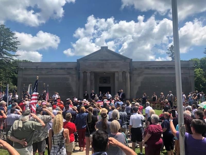 An estimated 3,000 strangers attended the funeral of a Vietnam veteran in Michigan. (Photo: Facebook/Brown Funeral Home & Cremation Services)