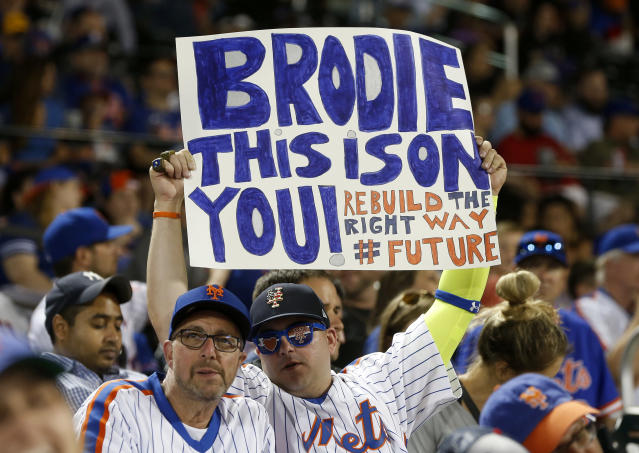 """<a class=""""link rapid-noclick-resp"""" href=""""/mlb/teams/ny-mets/"""" data-ylk=""""slk:Mets"""">Mets</a> fans haven't always been happy with new GM Brodie Van Wagenen this season, but seemed glad to welcome him Tuesday night"""