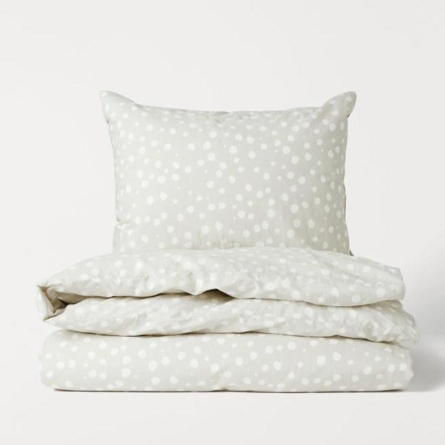 """Talking about duvet covers, H&M has great ones for under $30. This polka-dot option comes in multiple colors, and they're all equally pretty. $25, Amazon. <a href=""""https://www2.hm.com/en_us/productpage.0691114001.html"""">Get it now!</a>"""