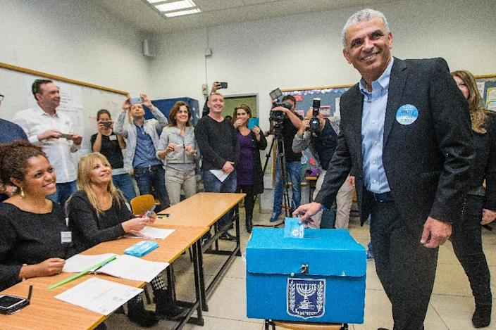 Israeli head of the Kulanu party, Moshe Kahlon, casts his vote at a polling station in the coastal city of Haifa, on March 17, 2015 (AFP Photo/Jack Guez)