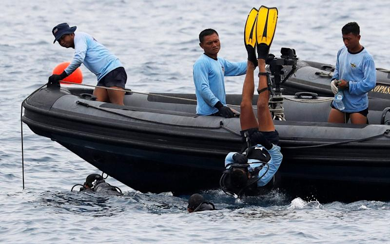 Indonesian navy divers searching waters at the location of the Lion Air flight JT610 crash - REUTERS