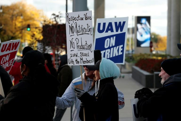 GM employee Nikki Guevara pickets outside of the General Motors Renaissance Center during a UAW GM Council Meeting that decided to send the agreement to the full workforce before ending the strike (AFP Photo/JEFF KOWALSKY)