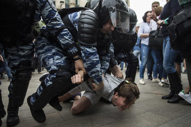 <p>Police detain a protester In Moscow, Russia, Monday, June 12, 2017. Demonstrators in Monday's opposition protests across Russia say they are fed up with endemic corruption among officials. (Evgeny Feldman/AP) </p>