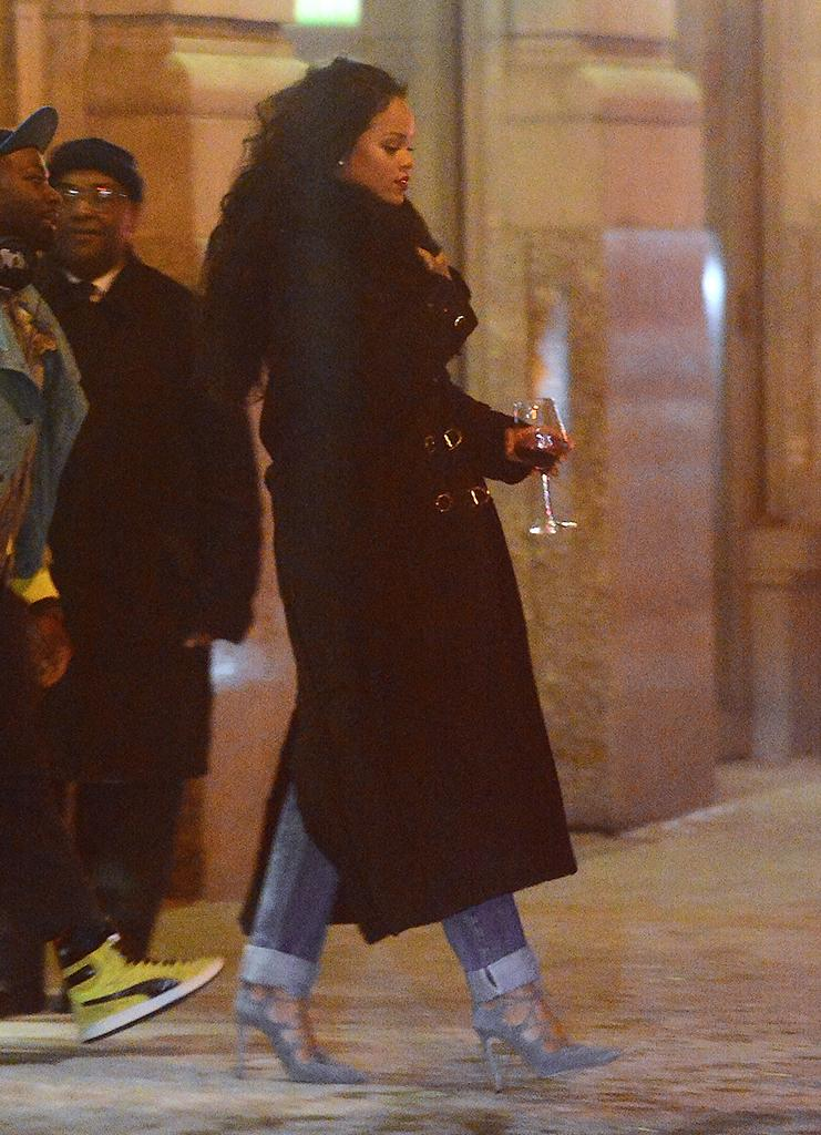 Rihanna leaving her NYC apartment on the way to Madison Square Garden for the first Roc Nation Boxing event. (Photo: Splash News)