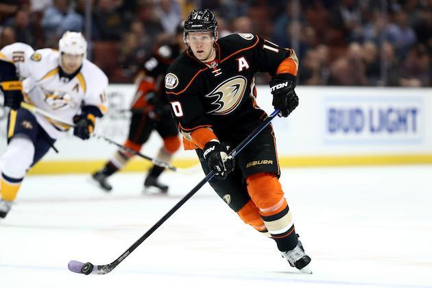 """<em><a class=""""link rapid-noclick-resp"""" href=""""/nhl/players/3365/"""" data-ylk=""""slk:Corey Perry"""">Corey Perry</a> of the <a class=""""link rapid-noclick-resp"""" href=""""/nhl/teams/ana/"""" data-ylk=""""slk:Anaheim Ducks"""">Anaheim Ducks</a> skates with the puck against the <a class=""""link rapid-noclick-resp"""" href=""""/nhl/teams/nas/"""" data-ylk=""""slk:Nashville Predators"""">Nashville Predators</a> at Honda Center on Oct. 26, 2016 in Anaheim. (Getty)</em>"""