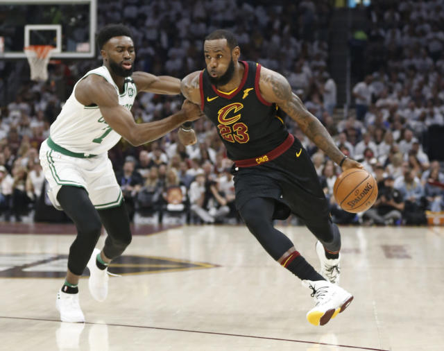"<a class=""link rapid-noclick-resp"" href=""/nba/players/3704/"" data-ylk=""slk:LeBron James"">LeBron James</a>' new favorite report hails from Brazil. (AP Photo/Ron Schwane)"