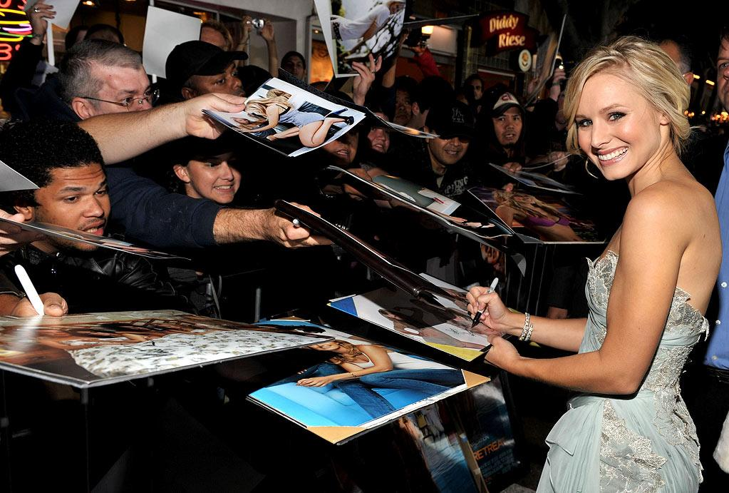 """<a href=""""http://movies.yahoo.com/movie/contributor/1808491155"""">Kristen Bell</a> at the Los Angeles Premiere of <a href=""""http://movies.yahoo.com/movie/1810045875/info"""">Couples Retreat</a> - 10/05/2009"""