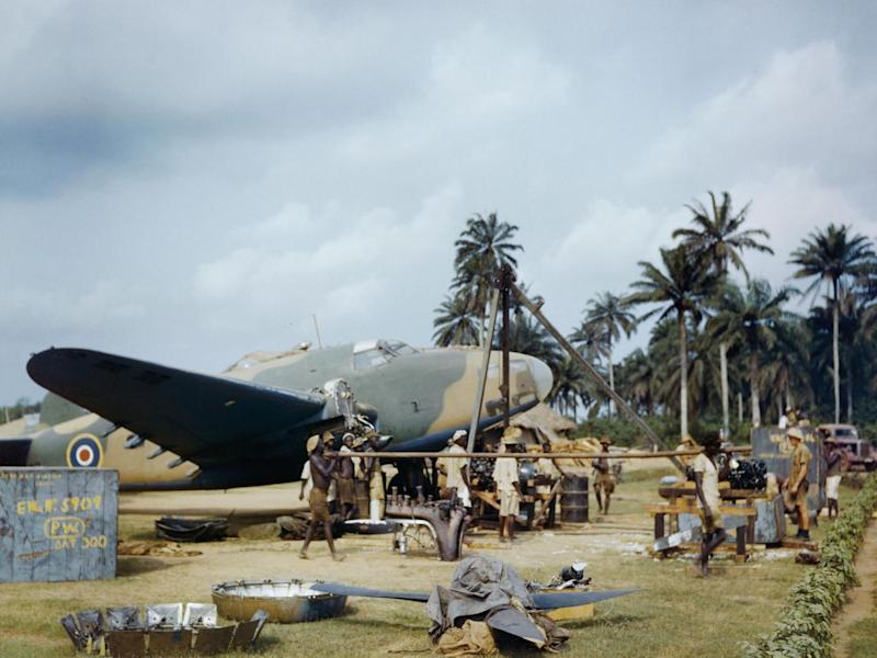 Local workers help RAF fitters change the engine of a Lockheed Hudson at Yundum in the Gambia, April 1943 (Imperial War Museum )