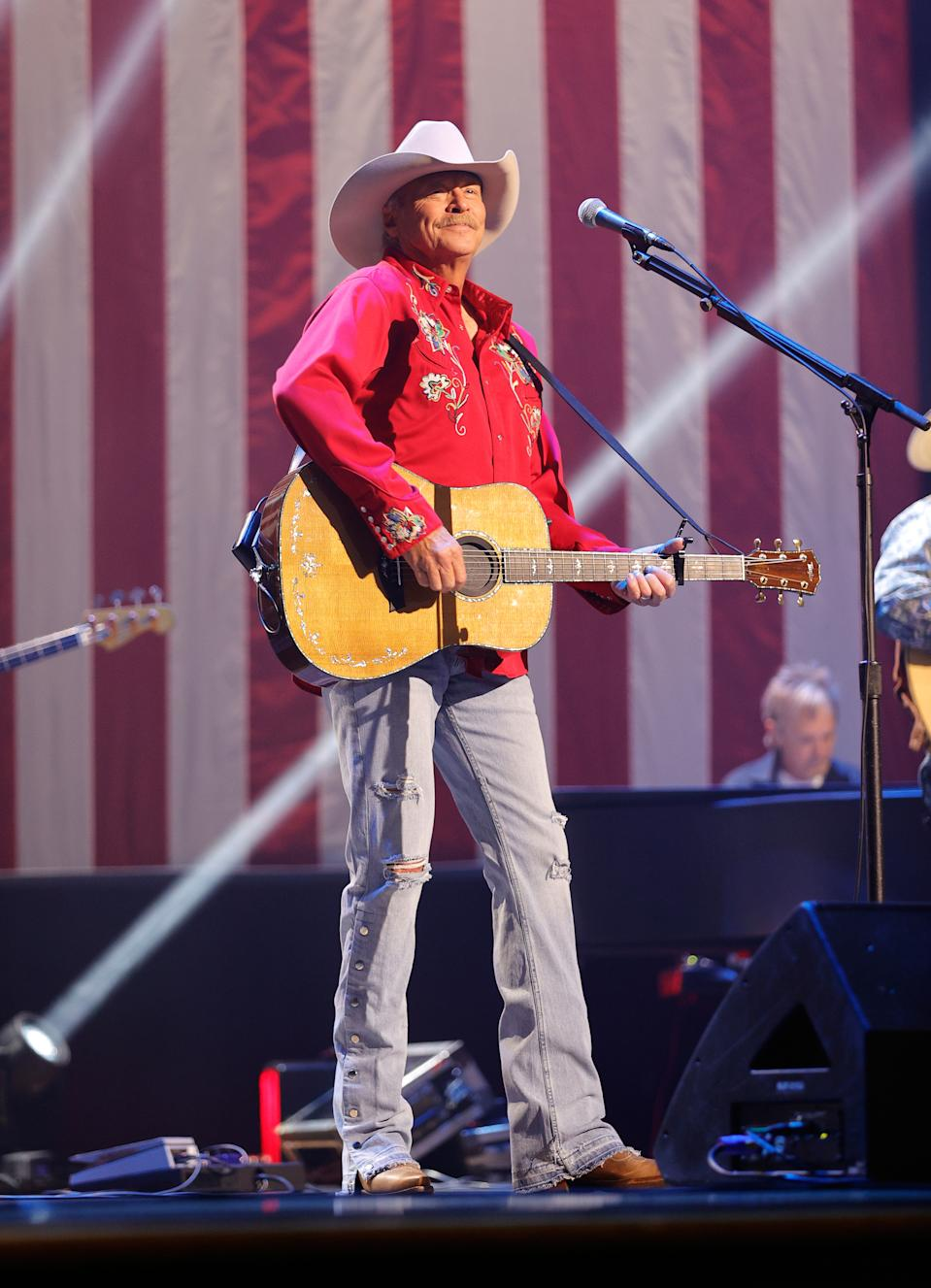 Alan Jackson performs for 'A Capitol Fourth' in 2021. (Photo: Jason Kempin/Getty Images for Capital Concerts)