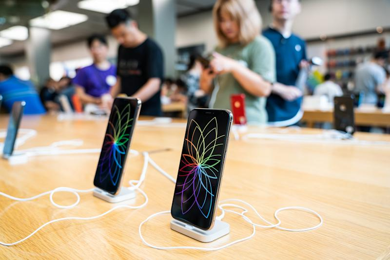 SHANGHAI, CHINA - 2019/07/20: iPhone XS and iPhone XS Max displayed in an Apple store in Shanghai. (Photo by Alex Tai/SOPA Images/LightRocket via Getty Images)